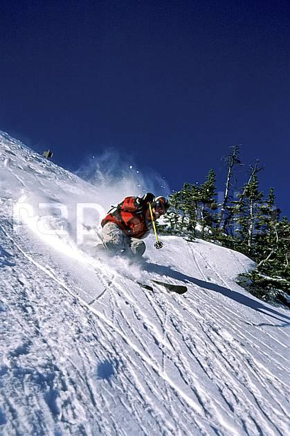 da2385-06LE : Ski-freeride, Marmot Basin, Alberta. ski hors piste Amérique du nord, Amérique, sport, loisir, action, glisse, sport de montagne, sport d'hiver, ski, sport extrême, ciel bleu, godille, pente, sapin, virage, C02, C01 homme, personnage (Canada).
