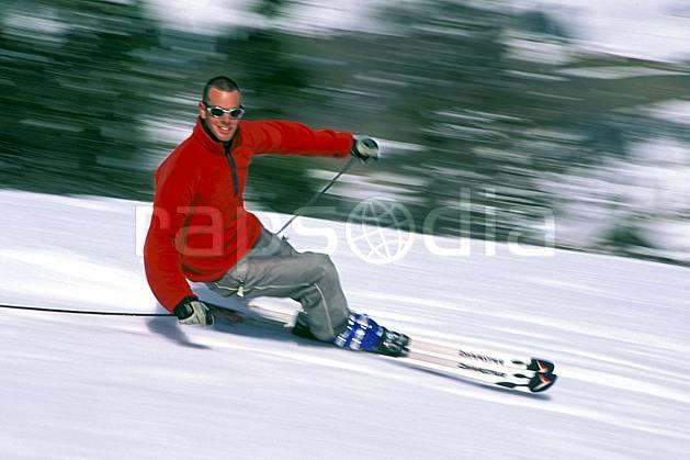 da2419-14LE : Ski-carving, Notre Dame de Bellecombe, Savoie, Alpes. ski de piste Europe, CEE, sport, loisir, action, glisse, sport de montagne, sport d'hiver, ski, dynamisme, énergie, mouvement, sourire, trajectoire, virage, vitesse, C02, C01 homme, personnage (France).