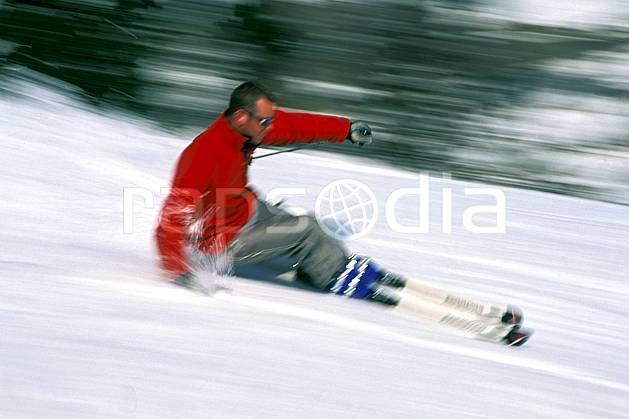da2419-17LE : Ski-carving, Notre Dame de Bellecombe, Savoie, Alpes. ski de piste Europe, CEE, sport, loisir, action, glisse, sport de montagne, sport d'hiver, ski, dynamisme, énergie, gerbe, mouvement, trajectoire, virage, vitesse, C02, C01 homme, personnage (France).