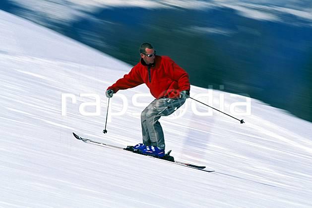 da2419-28LE : Ski de piste, Notre Dame de Bellecombe, Savoie, Alpes. ski de piste Europe, CEE, sport, loisir, action, glisse, sport de montagne, sport d'hiver, ski, dynamisme, énergie, mouvement, trajectoire, vitesse, C02, C01 homme, personnage (France).