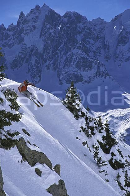 da2681-31LE : Ski-freeride, Chamonix / Le Brévent, Haute-Savoie, Alpes. ski hors piste Europe, CEE, sport, loisir, action, glisse, sport de montagne, sport d'hiver, ski, sport extrême, zen, ciel bleu, délectation, évasion, glisse, plaisir, liberté, pente, plaisir, plénitude, ravissement, virage coupé, plénitude, C02, C01 homme, personnage, Annecy 2018 (France).
