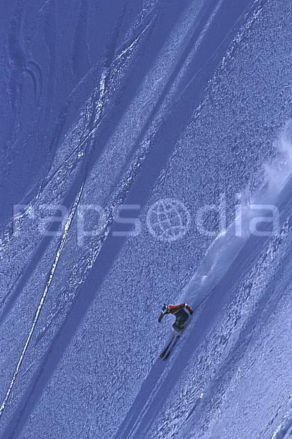 da2685-32LE : Ski-freeride, Combe de Torchère / La Clusaz, Alpes. ski hors piste Europe, CEE, sport, loisir, action, glisse, sport de montagne, sport d'hiver, ski, sport extrême, zen, risque, délectation, difficulté, engagement, évasion, glisse, grande courbe, plaisir, liberté, pente raide, plaisir, plénitude, poudreuse, ravissement, risque, virage, plénitude, C02, C01 homme, personnage (France).