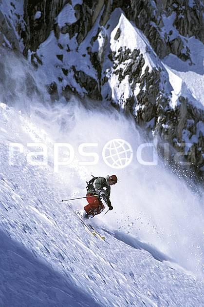 da2686-27LE : Ski-freeride, Combe de Torchère / La Clusaz, Alpes. ski hors piste Europe, CEE, sport, loisir, action, glisse, sport de montagne, sport d'hiver, ski, sport extrême, gerbe, pente, poudreuse, virage coupé, C02, C01 homme, personnage (France).