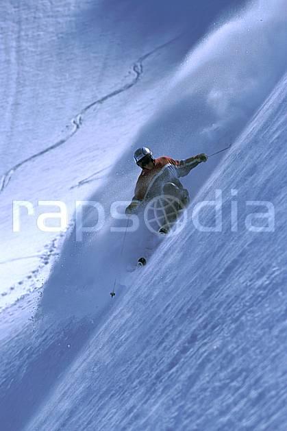 da2688-14LE : Ski-freeride, Combe de Torchère / La Clusaz, Alpes. ski hors piste Europe, CEE, sport, loisir, action, glisse, sport de montagne, sport d'hiver, ski, sport extrême, zen, délectation, dynamisme, énergie, évasion, gerbe, glisse, grande courbe, plaisir, liberté, mouvement, pente, plaisir, plénitude, poudreuse, ravissement, trajectoire, virage, vitalité, plénitude, C02, C01 homme, personnage (France).
