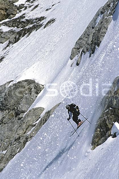 da2822-12LE : Ski-freeride, Les Diablerets, Alpes. ski hors piste Europe, sport, loisir, action, glisse, sport de montagne, sport d'hiver, ski, sport extrême, pente, poudreuse, C02, C01 homme, personnage (Suisse).