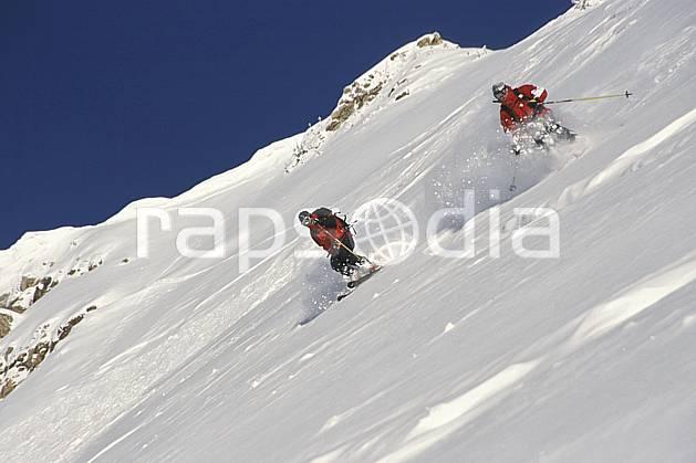 da2914-02LE : Ski-freeride, Snowbird, Utah. ski hors piste Amérique du nord, sport, loisir, action, glisse, sport de montagne, sport d'hiver, ski, sport extrême, ciel bleu, godille, pente, poudreuse, sac à dos, virage, C02, C01 groupe, homme, personnage (Usa).