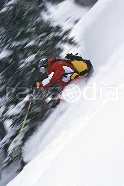 da2950-23LE : Ski-freeride, Jackson Hole, Wyoming. ski hors piste Amérique du nord, sport, loisir, action, glisse, sport de montagne, sport d'hiver, ski, sport extrême, délectation, dynamisme, énergie, gerbe, glisse, liberté, pente, plaisir, poudreuse, sac à dos, sapin, virage, virage coupé, vitesse, C02, C01 arbre, homme, personnage (Usa).