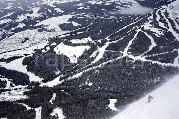 da2952-32LE : Ski-freeride, Big Sky, Montana. ski hors piste Amérique du nord, sport, loisir, action, glisse, sport de montagne, sport d'hiver, ski, sport extrême, pente, sapin, C02, C01 arbre, forêt, homme, personnage (Usa).