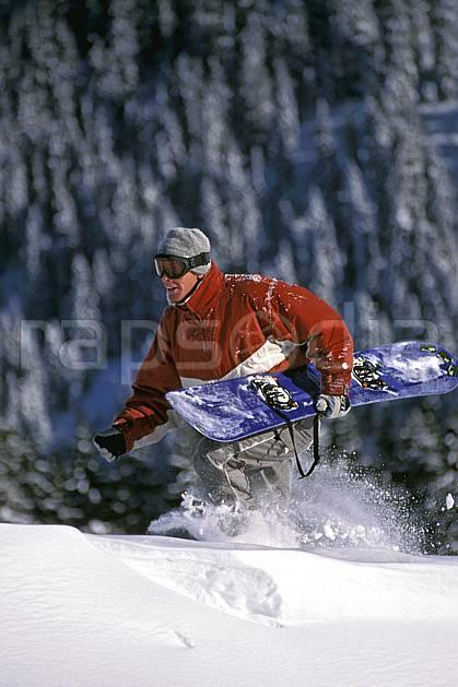 db2132-05LE : Freeride, Notre Dame de Bellecombe, Savoie, Alpes. snowboard Europe, CEE, sport, loisir, action, glisse, sport de montagne, sport d'hiver, ski, sport extrême, balade, poudreuse, sapin, saut périlleux, C02, C01 homme, personnage (France).