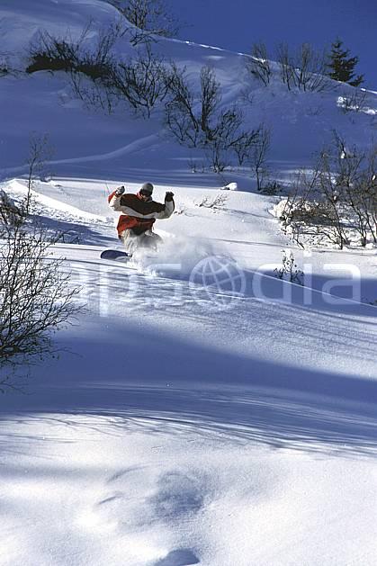 db2132-15LE : Freeride, Notre Dame de Bellecombe, Savoie, Alpes. snowboard Europe, CEE, sport, loisir, action, glisse, sport de montagne, sport d'hiver, ski, sport extrême, backside, pente, poudreuse, virage, C02, C01 homme, personnage (France).