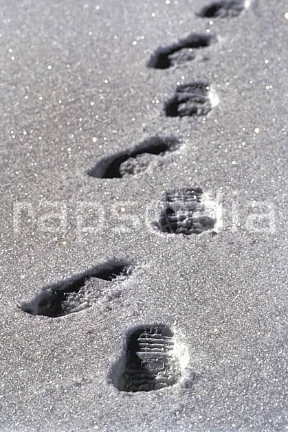 dg0539-28LE : Randonnée hivernale, Trace dans la neige, Alpes. randonnée pédestre Europe, CEE, sport, rando, loisir, action, sport de montagne, poudreuse, trace, C02, C01 moyenne montagne (France).