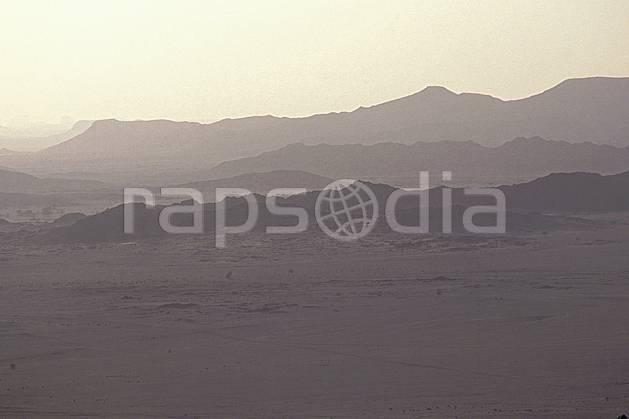 ea0351-26LE : Sahara, Massif du Hoggar.  Afrique, Afrique du nord, ciel voilé, C02, C01 désert, paysage, voyage aventure (Algérie).