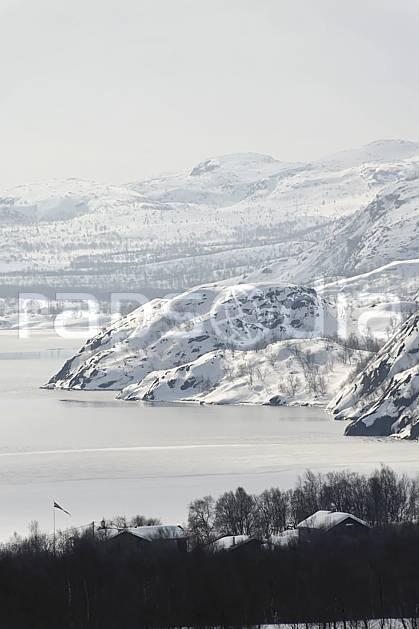 ea061842GE fjord près de kirkenes, mer de barents, Europe, EEC, forest, middle mountain, landscape, river, adventure trip (Norway).