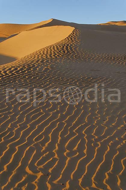 ea063666LE : Désert du Sud Tunisien, au sud de Douz, Dunes de sable.  Afrique, Afrique du nord, dune, C02, C01 désert, paysage, voyage aventure (Tunisie).