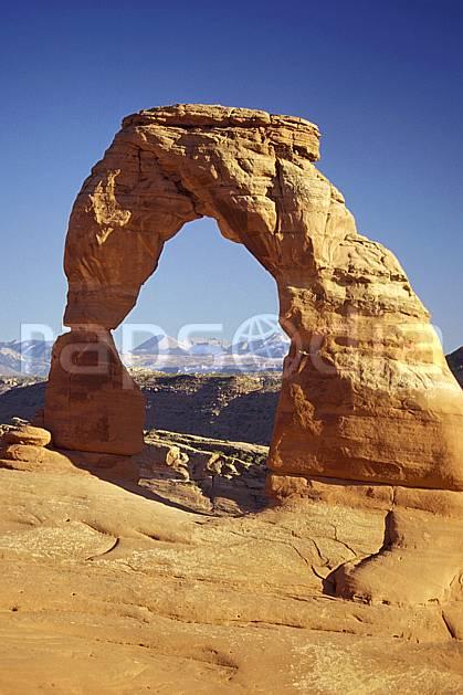 ea0655-04LE : Arches Park, Delicate Arch, Utah.  Amérique du nord, arche, ciel bleu, parc américain, C02 désert, paysage, voyage aventure (Usa).