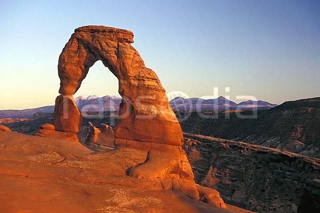ea0655-09LE : Arches Park, Delicate Arch, Utah.  Amérique du nord, arche, ciel bleu, évasion, espace, parc américain, pureté, C02 désert, paysage, voyage aventure (Usa).