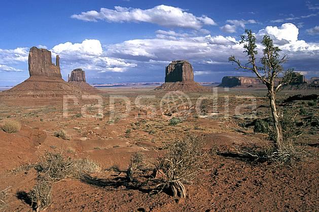 ea0656-11LE : Monument Valley, Arizona.  Amérique du nord, pic, ciel nuageux, évasion, espace, parc américain, pureté, C02 désert, paysage, voyage aventure (Usa).