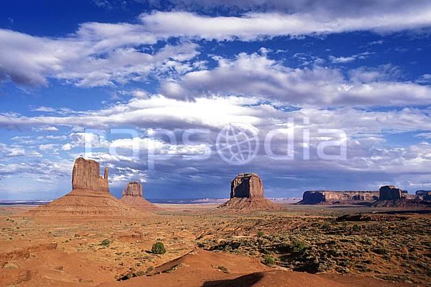 ea0656-12LE : Monument Valley, Arizona.  Amérique du nord, pic, ciel nuageux, évasion, espace, parc américain, pureté, C02 désert, nuage, paysage, voyage aventure (Usa).