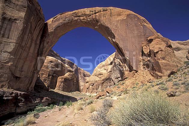ea0657-32LE : Lac Powell, Rainbow Bridge, Utah.  Amérique du nord, arche, buisson, ciel bleu, parc américain, C02, C01 paysage, voyage aventure (Usa).