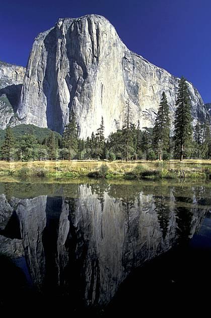 ea0667-05LE : Yosemite National Park, El Capitan, California.  Amérique du nord, ciel bleu, falaise, parc américain, sapin, C02, C01 lac, paysage, voyage aventure (Usa).