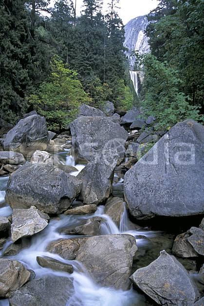 ea0668-12LE : Yosemite National Park, Merced River et Vernal fall, California.  Amérique du nord, parc américain, sapin, C02, C01 paysage, rivière, voyage aventure (Usa).