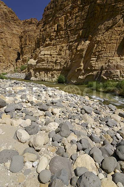 ea070550LE : Canyon de Mujib.  Moyen Orient, pierre, falaise, C02 paysage, rivière, voyage aventure (Jordanie).