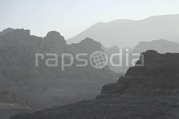 ea071166LE : Région de Shaubak.  Moyen Orient, falaise, aurore, coucher de soleil, brouillard, C02 désert, moyenne montagne, paysage, voyage aventure (Jordanie).