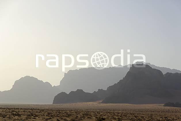 ea071274LE : Désert du Wadi Rum.  Moyen Orient, coucher de soleil, aurore, brouillard, C02 désert, moyenne montagne, paysage, voyage aventure (Jordanie).