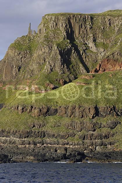 ea071941LE : Orgues basaltiques, Giant's Causeway (Chaussée des Géants), Ulster (Irlande du Nord).  Europe, CEE, littoral, orgues, de, basalte, falaise, C02 mer, paysage, voyage aventure (Irlande Royaume-Uni).