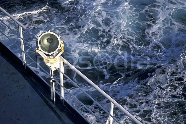ea0939-11LE : Ferry, Méditerranée.  Europe, CEE, bateau, C02, C01 paysage, transport, voyage aventure, mer (Italie).