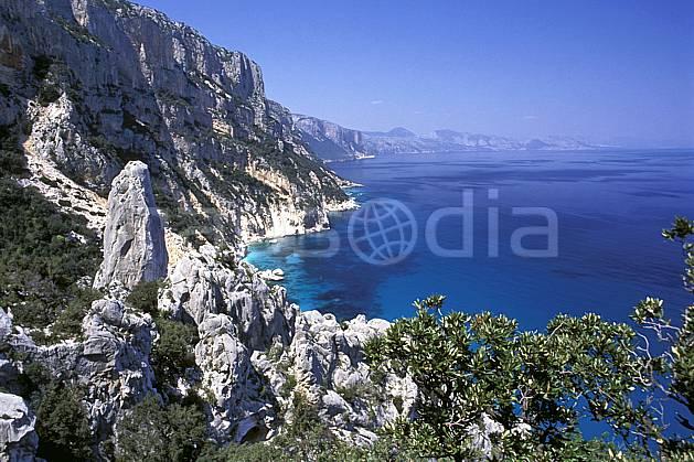 ea0949-34LE : Cala Golonitzé, Sardaigne.  Europe, CEE, pic, littoral, ciel bleu, C02, C01 paysage, voyage aventure, mer (Italie).