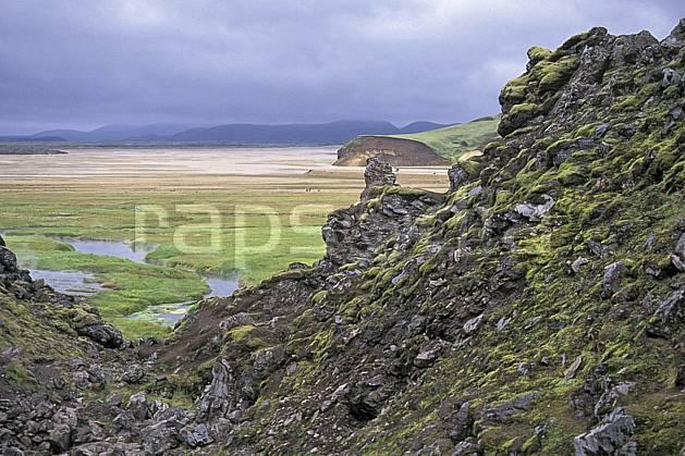 ea1020-31LE : Landmannalaugar.  ONU, OTAN, ciel nuageux, mauvais temps, C02, C01 paysage, rivière, voyage aventure (Islande).