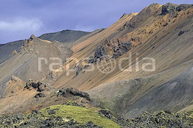 ea1021-11LE : Landmannalaugar.  ONU, OTAN, ciel nuageux, C02, C01 paysage, voyage aventure (Islande).
