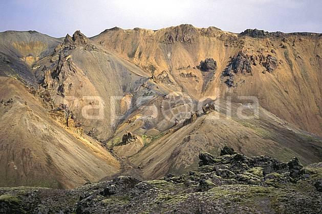 ea1023-22LE : Landmannalaugar.  ONU, OTAN, ciel voilé, C02, C01 paysage, voyage aventure (Islande).