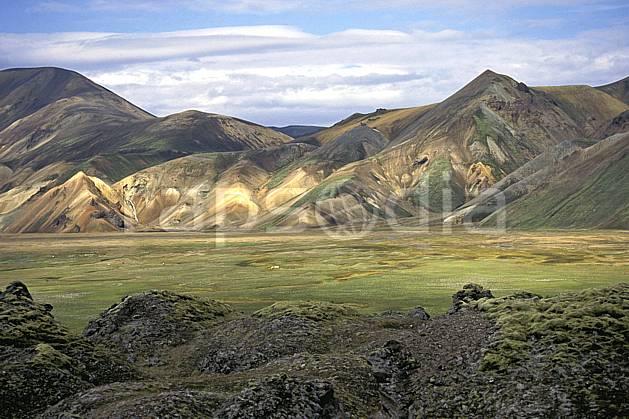 ea1023-23LE : Landmannalaugar.  ONU, OTAN, ciel nuageux, C02, C01 paysage, voyage aventure (Islande).