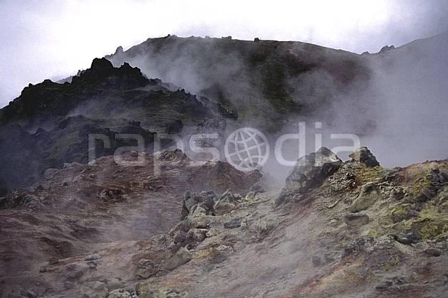 ea1024-05LE : Landmannalaugar, Lave et fumerolles.  ONU, OTAN, fumée, mauvais temps, C02, C01 paysage, voyage aventure (Islande).