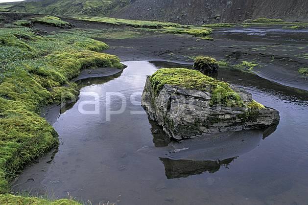 ea1027-24LE : Landmannalaugar.  ONU, OTAN, mousse, C02, C01 paysage, rivière, voyage aventure (Islande).