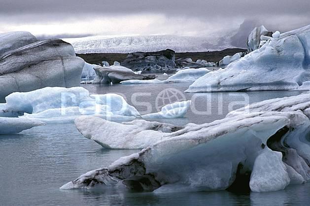 ea1032-03LE : Lac de Jökulsàrlon.  ONU, OTAN, ciel nuageux, glacier, iceberg, C02, C01 paysage, voyage aventure, mer (Islande).