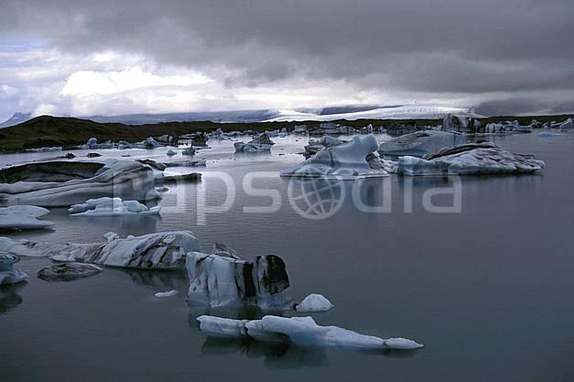 ea1032-12LE : Lac de Jökulsàrlon.  ONU, OTAN, littoral, ciel nuageux, iceberg, mauvais temps, C02, C01 paysage, voyage aventure, mer (Islande).