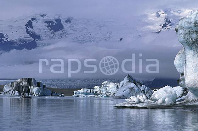 ea1033-02LE : Lac de Jökulsàrlon.  ONU, OTAN, littoral, iceberg, mauvais temps, C02, C01 paysage, voyage aventure, mer (Islande).