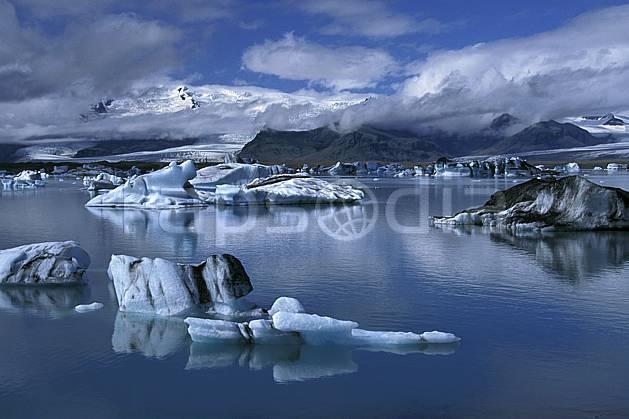 ea1033-25LE : Lac de Jökulsàrlon.  ONU, OTAN, littoral, ciel nuageux, iceberg, C02, C01 paysage, voyage aventure, mer (Islande).