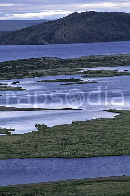 ea1040-14LE : Thingvellir.  ONU, OTAN, ciel nuageux, île, C02, C01 lac, paysage, voyage aventure (Islande).