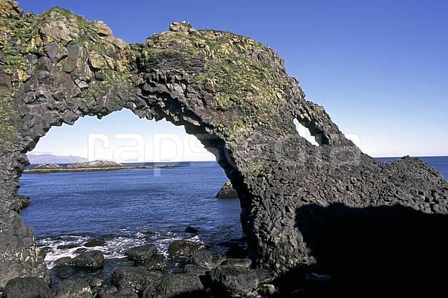 ea1042-21LE : Arche naturelle.  ONU, OTAN, arche, littoral, ciel bleu, C02, C01 paysage, voyage aventure, mer (Islande).