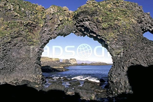 ea1042-22LE : Arche naturelle.  ONU, OTAN, arche, littoral, ciel bleu, C02, C01 paysage, voyage aventure, mer (Islande).