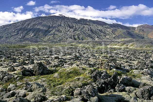 ea1042-35LE : Snaefellsjokull.  ONU, OTAN, ciel nuageux, C02, C01 paysage, voyage aventure (Islande).
