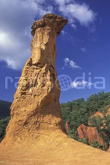 ea1192-08LE : Ocres du Lubéron.  Europe, CEE, pic, ciel bleu, C02, C01 désert, paysage, voyage aventure (France).