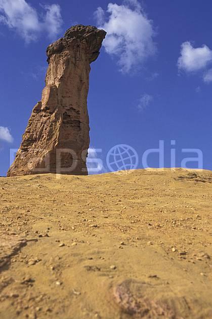 ea1192-13LE : Ocres du Lubéron.  Europe, CEE, pic, ciel bleu, C02, C01 désert, paysage, voyage aventure (France).