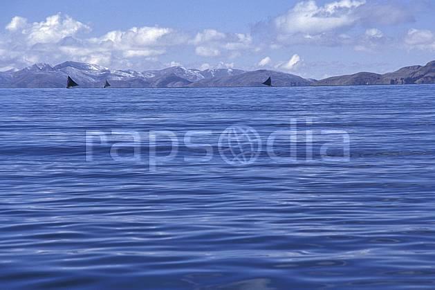 ea1206-35LE : Lac Titicaca.  Amérique du sud, Amérique Latine, Amérique, ciel nuageux, C02, C01 lac, paysage, voyage aventure (Bolivie).