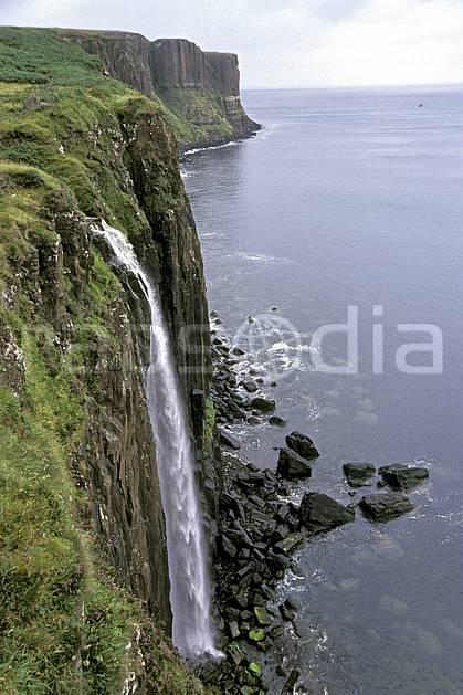ea2063-03LE : Ile of Skye, Kilt Rock, Ecosse.  Europe, CEE, littoral, ciel voilé, herbe, écosse, C02, C01 cascade, mer, paysage, voyage aventure (Royaume-Uni).