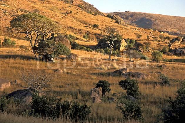 ea2244-03LE : Vallée du Tsaranoro.  Afrique, Afrique de l'est, bloc, herbe, C02, C01 paysage, voyage aventure (Madagascar).